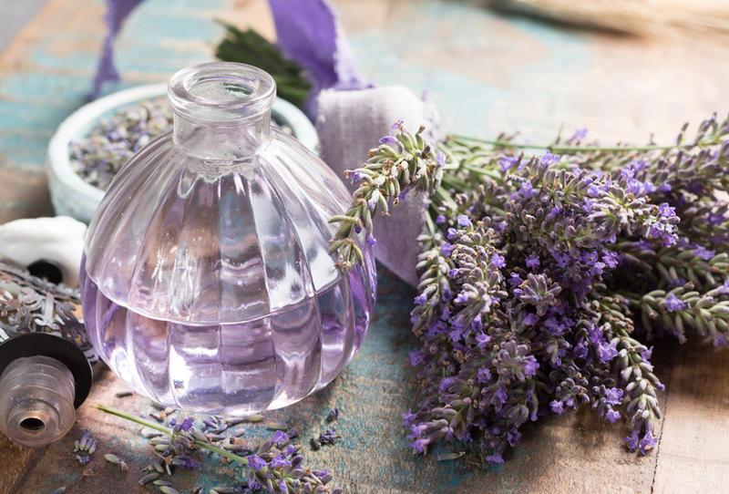 تمتّعي بالراحة والانتعاش في منزلك باختيارات عطرية طبيعية
